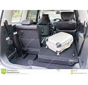 Nissan Elgrand 2014 Trunk Editorial Photo  Image 38952051