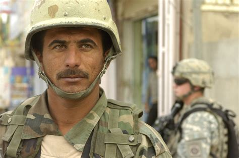 army soldier file iraqi army soldier in al karradhah jpg