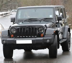 T Shirt Sam Kmctc06p17 Wrangler pope arrives for towie meeting in new 163 28 875 jeep