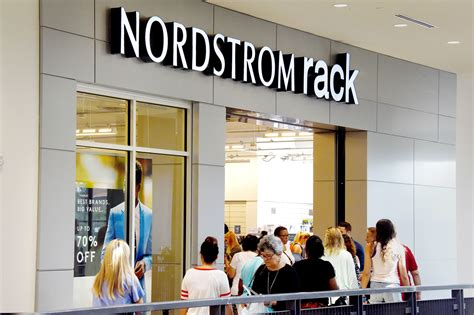 Nordstrom Rack Near Pittsburgh by Nordstrom Rack Opens At The Block Northway Pittsburgh