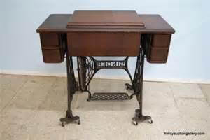 Treadle Sewing Machine Cabinet Antique Treadle Singer Sewing Machine Amp Cabinet