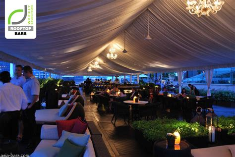 Top Rooftop Bars Singapore by Rooftop Bars Lantern Bar At The Fullerton Bay Hotel