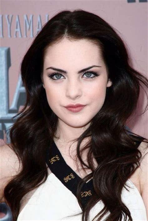 brunette hairstyles for pale skin by jenna spicer redken brunette bloom com beauty