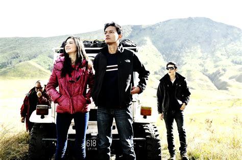film petualangan pendakian the m squared review 5 cm 2012 friendship love