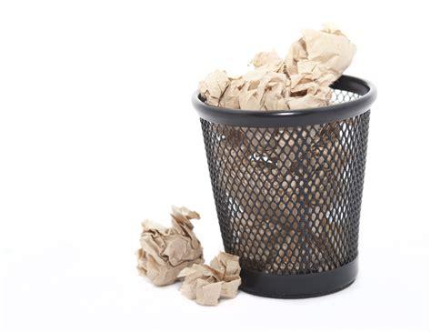 How To Make Paper From Waste Paper - waste paper in a bin festdoktoren spr 230 ngfyldt med