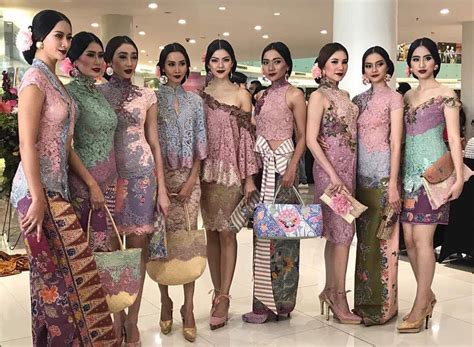 Baju Setelan Kebaya Brokat Anak Usia 2 4 Tahun 33 model baju batik kombinasi brokat modern terbaru 2018