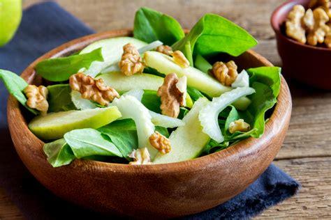 insalata di sedano e noci insalata di sedano noci e robiola ricetta contorno