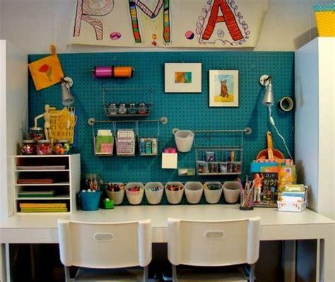 kinderzimmer design mobel kinderzimmer schreibtisch bastelecke utensilien design
