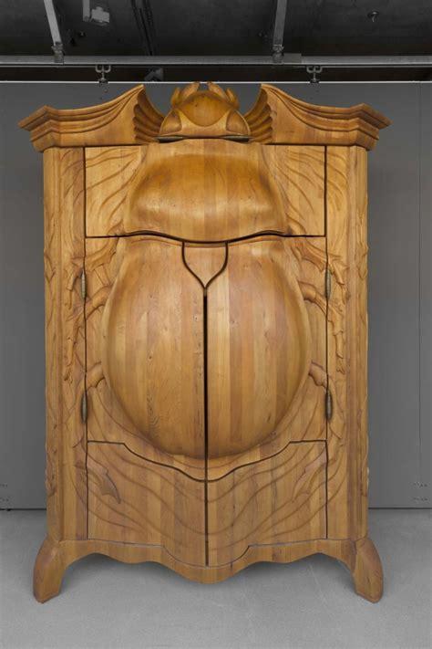 Der Käfer Kleiderschrank   Holzschnitzerei und cooles Design