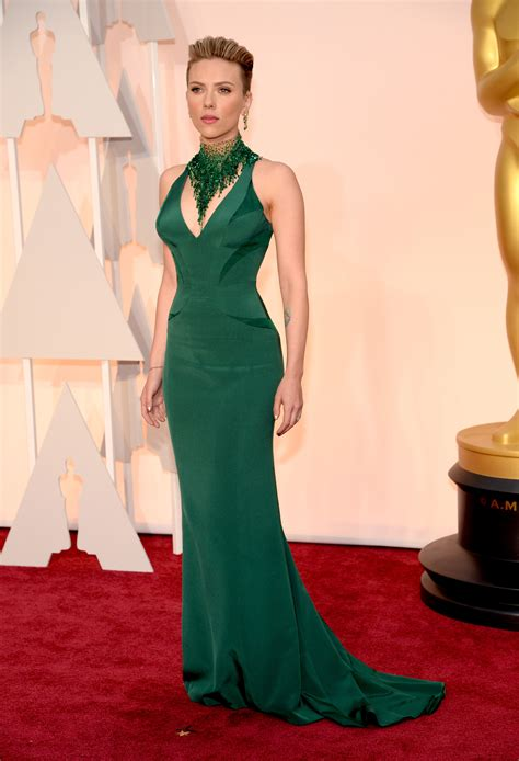scarlettjohanssonhaircut at the oscars scarlett johansson in versace best dressed at the oscars