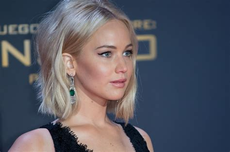 jennifer lawrence i m single and lonely celebrities