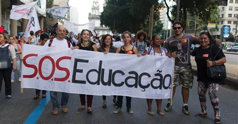 piso salarial estadual rio de estudantes e professores fazem protesto no rio de janeiro