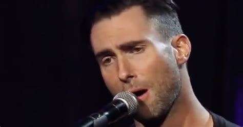 adam levine howard stern adam levine y train interpretan quot purple rain quot en la fiesta