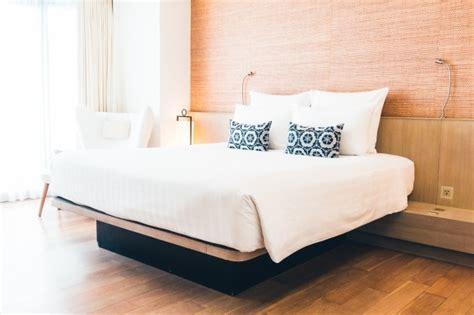 lit avec des oreillers t 233 l 233 charger des photos