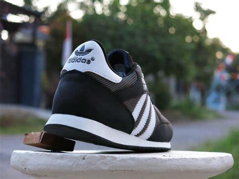 Harga Sepatu Adidas Boston jual sepatu sport adidas boston hitam putih kets