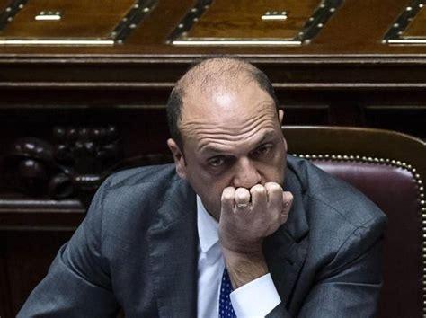 alfano ministro dell interno alfano barbarie illegale non lascio corriere it