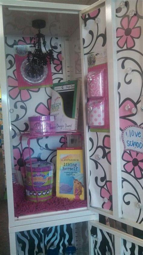 Diy Locker Rug by Diy Decorate Their Locker With Pink Floral Paper