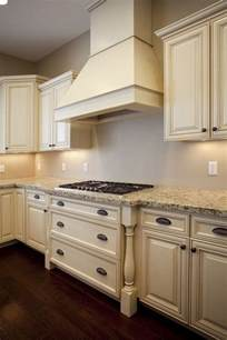 Cream Cabinet Kitchens by 25 Best Ideas About Cream Cabinets On Pinterest Cream