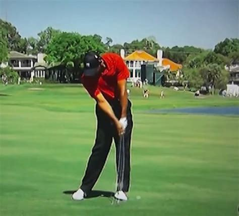 tiger woods golf swing in slow motion tiger woods golf swing video 2012 face on view 300fps