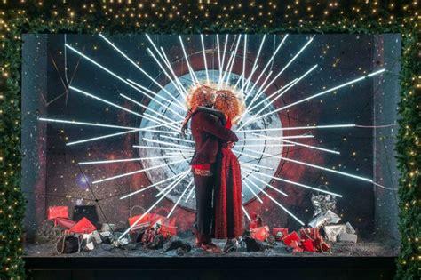 vetrine illuminate vetrine natalizie 2015 le pi 249 in giro per il mondo