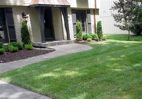 bed maintenance mulching in kansas city sk lawn and landscape