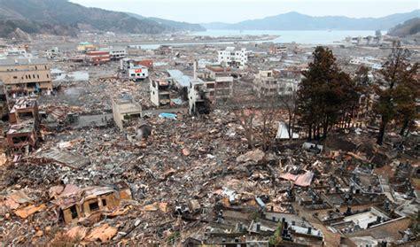 imagenes impactantes de japon japan tsunami a rare double wave caused by earthquake