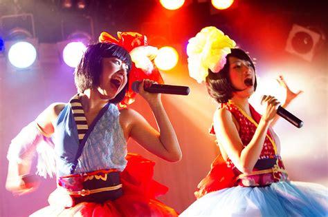 astro new year song 2013 yanakiku previews new songs at harajuku one live show