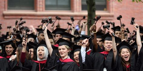 Who Earns More Harvard Mba Or Harvard Lawyer by Grad School Programs Where Students Go On To Earn The Most