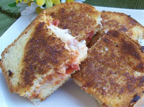 Sandwich Pizza Mozarela grilled pepperoni and mozzarella cheese pizza sandwich recipe food