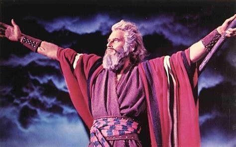 imagenes biblicas moises un fuerte viento le abri 243 a mois 233 s las aguas del mar rojo