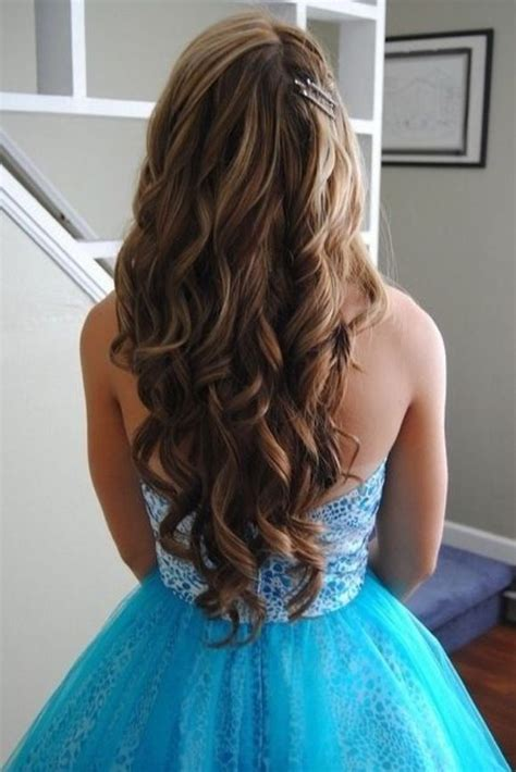 how to curl loose curls on a side ethnic hair bouncy loose curls for prom prom pinterest hairstyle