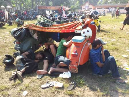 Helm Rambut Gimbal event vespa jember the scooll bazz