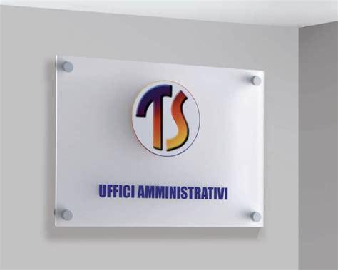 targhe ufficio plexiglass targhe e cartelli per uffici espositori totem