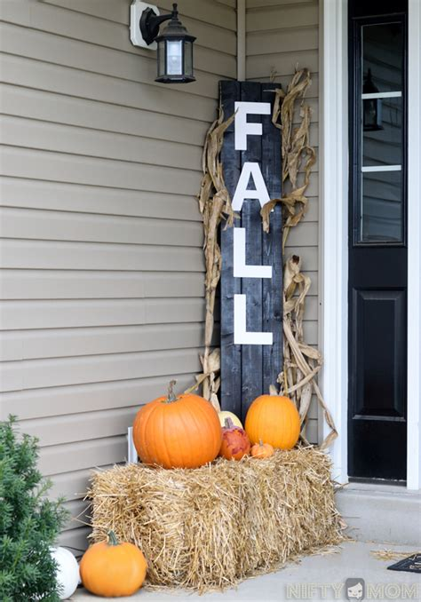 Home Made Fall Decorations by 5 Easy Fall Porch Decorations Diy Fall Porch Sign