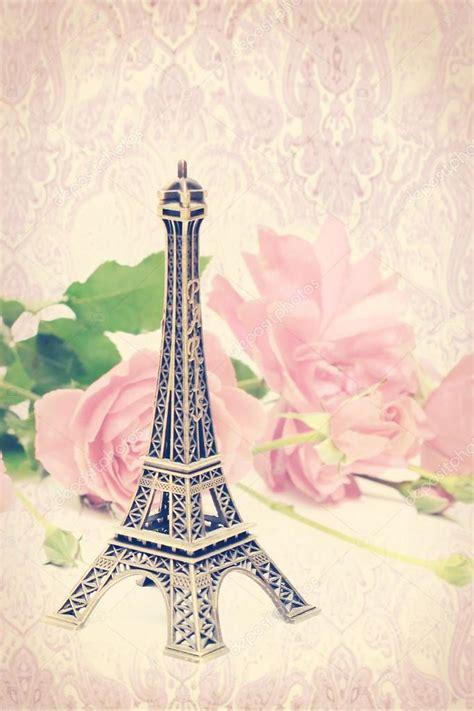 Imagenes Vintage De La Torre Eiffel   vintage fondo rosa y la torre eiffel fotos de stock
