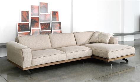 Modern Sofa Bed and Contemporary House to Provide Comfort   Traba Homes