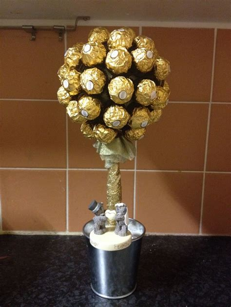 hate the base but the idea is good golden wedding