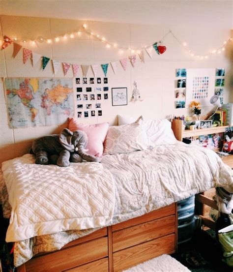 how to decorate a wall how to decorate your dorm walls without causing damage