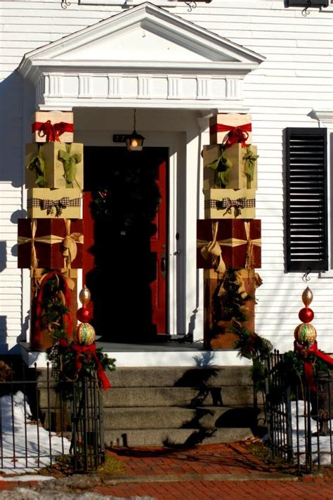 christmas decorating outdoor columns can t think of new ideas for decor check out these photos columns porches and