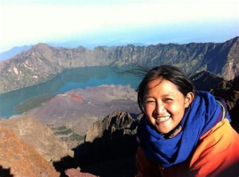 film negeri dongeng menceritakan tentang negeri dongeng dokumentasikan pendaki gunung indonesia