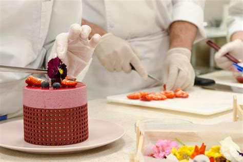 Working Conditions Of A Pastry Chef by Pastry Chef Le Monde οι κορυφαίοι των τουριστικών σπουδών