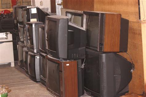 verschenke  alte fernseher von gross bis klein