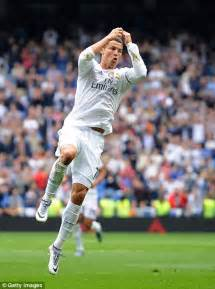 fotos real madrid cr7 real madrid 3 0 levante cristiano ronaldo becomes hosts