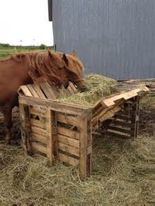Hay Racks For Horses by 25 Best Ideas About Pallet Barn On Pallet