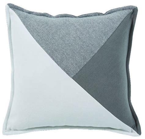 coussin de canapé coussin murmure recto empi 232 cement en triangles blanc gris