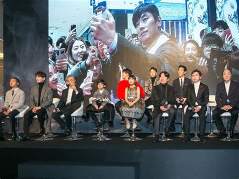 along with the gods press conference cinemaonline sg quot along with the gods quot stars attend gala