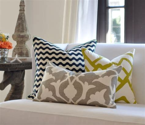 White Sofa Wohnzimmer Dekorieren Ideen by Sofa Kissen Funktionale Und Sch 246 Ne Dekoration F 252 R Das Sofa