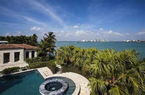 matt damon mansion miami beach living room luxuo real estate concierge luxury celebrity homes for sale