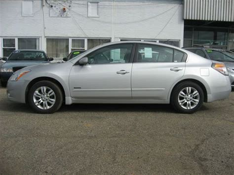 nissan hybrid sedan sell used 2011 nissan altima hybrid sedan 4 door 2 5l in