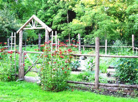 Simple Garden Fence Ideas Simple Vegetable Garden Ideas For Beginners Homelk
